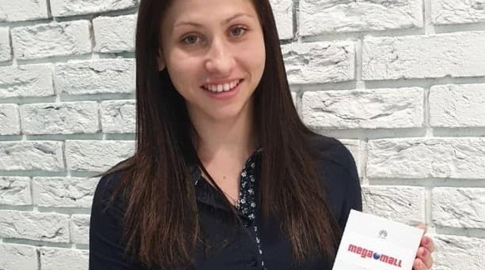 """Снимка: Кателина Ангелова спечели смартфон HUAWEI P30 Pro в кампанията на Мега Мол """"Мега празничен подарък"""