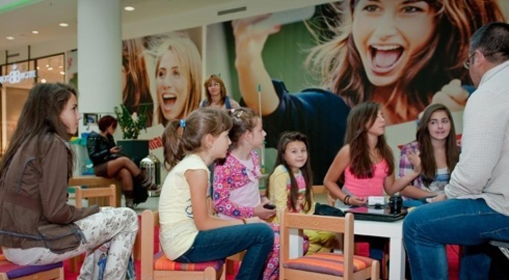 Снимка: Деца фотографи превзеха мола!
